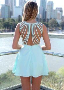 Мятное платье с открытой спиной