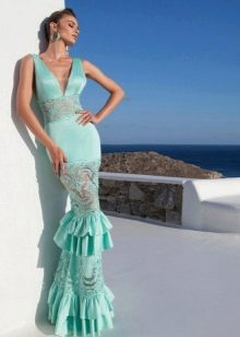 Мятное платье с кружевными вставками