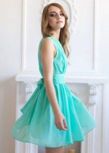 Мятное платье для блондинок