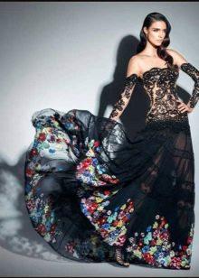 Кружевное черное платье с цветочным принтом