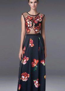 Вечернее черное платье с цветочным принтом