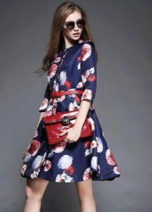 Выбор сумочки к цветастому платью
