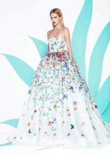 Пышное белое платье с голубым принтом
