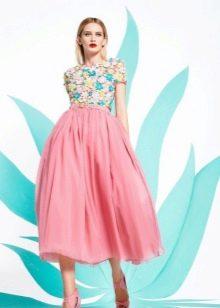 Платье с цветочным принтом пышное миди