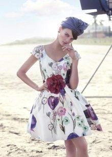 Платье с крупным цветочным принтом пышное