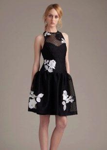 Платье с крупным цветочным принтом  короткое