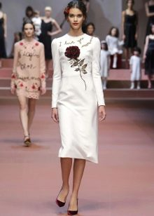 Платье с крупным цветочным принтом  прямое