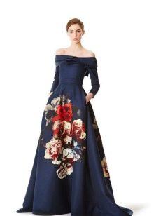 Платье с крупным цветочным принтом на юбке