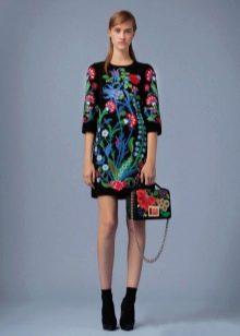 Платье с цветочным принтом короткое футляр