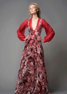 Цветочное платье с глубоким вырезом