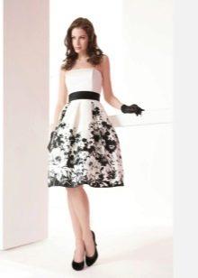 Платье с цветочным принтом и корсетом
