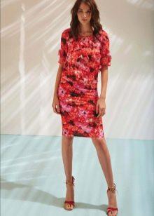 Платье футляр красное с цветочным принтом