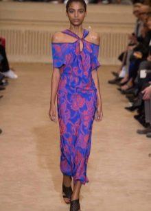 Синее платье футляр с лиловым цветочным принтом
