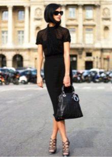 Офисное платье черного цвета с просторным топом и зауженной юбкой к низу