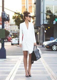Офисное платье белого цвета