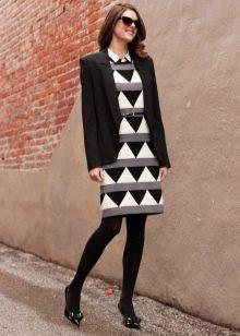 Черные капроновые колготки к платью в деловом стиле