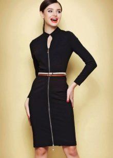 Обтягивающее черное платье с длинными рукавами в деловом стиле