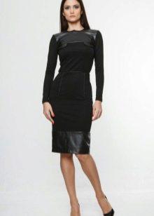 Офисное черное платье с длинными рукавами и кожанными вставками