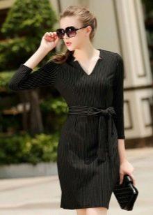 Черное платье в деловом стиле