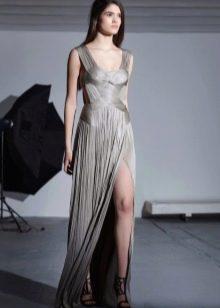 Серое греческое платье с разрезом