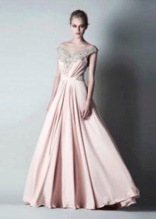Платье в греческом стиле бежевое