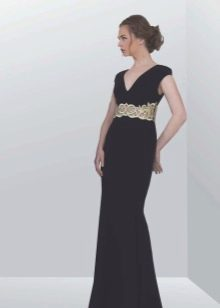 Черное платье в греческом стиле с серебряным декором