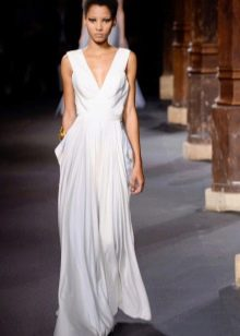 Свадебное греческое платье с глубоким декольте