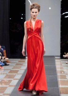 Красное платье в греческом стиле атласное