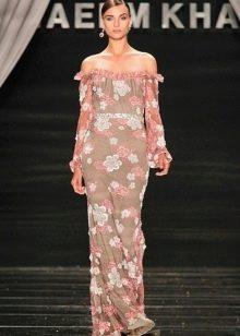 Шифоновое макси платье с декольте и рисунком