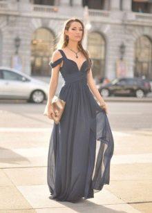 Длинное шифоновое платье-сарафан серого цвета