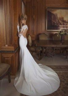 Белое свадебное платье в пол с открытой спиной