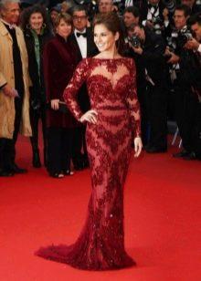 Длинное платье в пол из кружева бордово-красного цвета