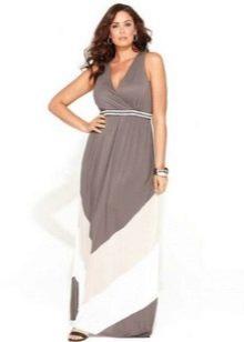 Длинное светлое платье с завышенной талией на полную девушку