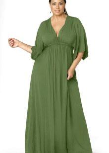 Длинное в пол платье-трапеция зеленого цвета для полной женщины