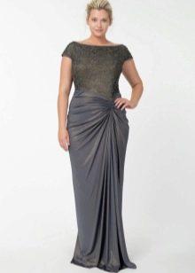 Длинное платье для полных визуально улучшающее фигуру