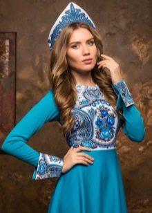 Голубое платье в русском стиле с кокошником