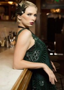 Прическа к зеленому платью в стиле Гэтсби