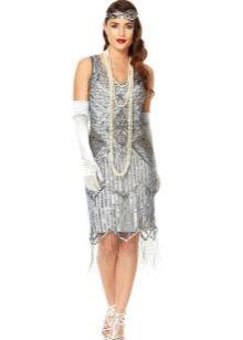 Серое платье в стиле Гэтсби в белыми перчатками