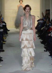 Длинное платье в стиле Гэтсби украшенное камнями и бахромой