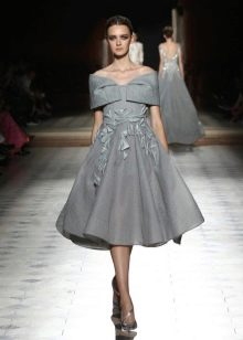 Платье в стиле нью лук серое