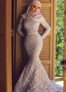Вечернее длинное светлое платье годе в восточном стиле