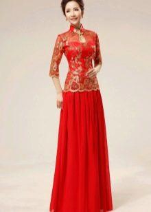 Красное свадебное платье в восточном стиле с золотой вышивкой