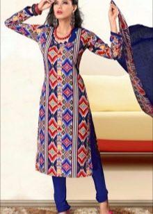 Яркий принт платья в восточном стиле