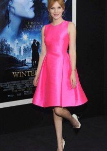 Розовое платье с туфлями-лодочка
