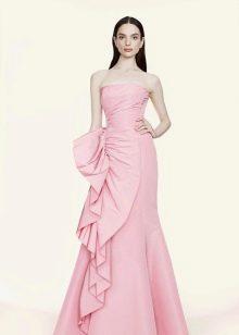 Розовое платье для брюнетки