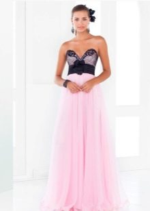 Бледно розовое платье с черным
