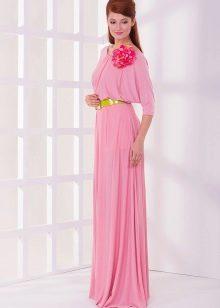 Розовое платье с рукавом летучая мышь