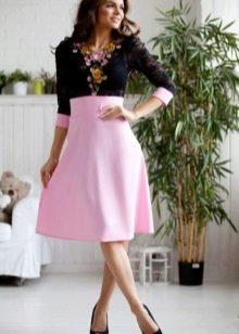 Розовое платье с черным верхом