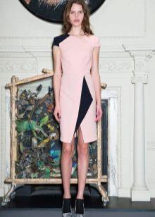 Розовое платье с черными вставками