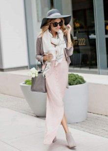 Серый кардиган к розовому платью